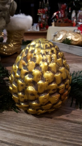 goldener Zapfen aus Keramik